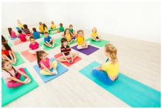 Beneficiile cursurilor de yoga pentru copiii de grădiniță